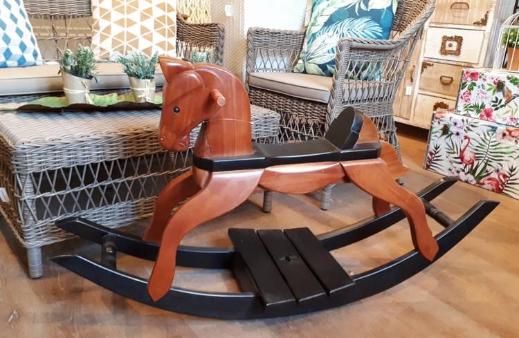 Cavallo a dondolo per bambini  legno noce base nera