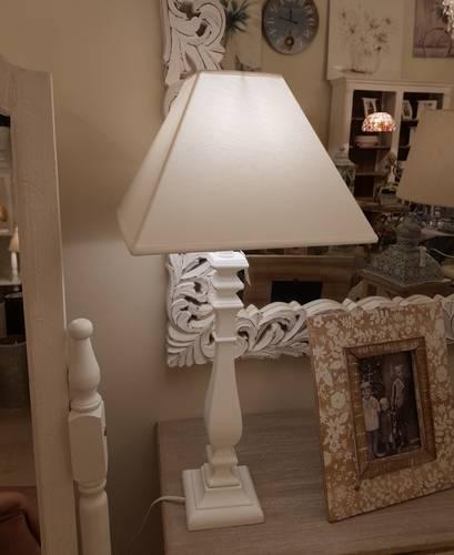 Lampada quadrata tavolo legno bianco 68h