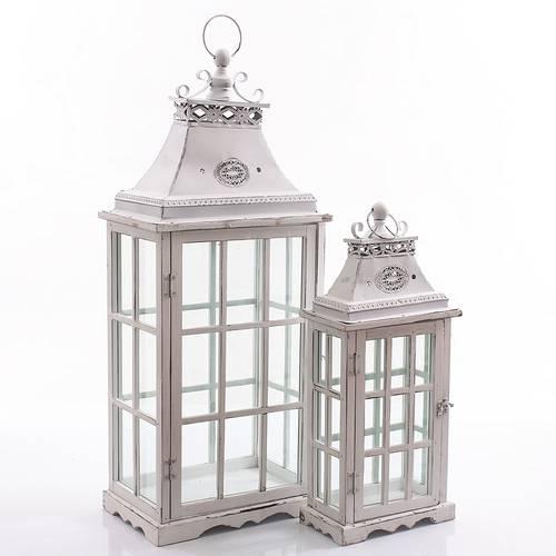 Lanterna finestrata stretta legno bianco tetto pagoda