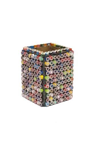Portapenne recycle art con matite colorate