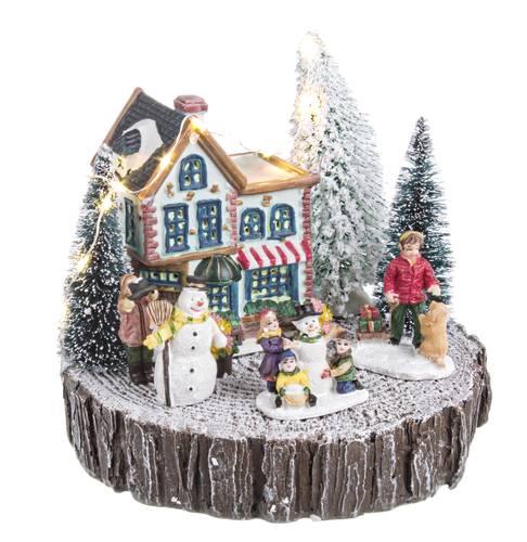 Villaggio illuminato con paesaggio-pupazzo di neve