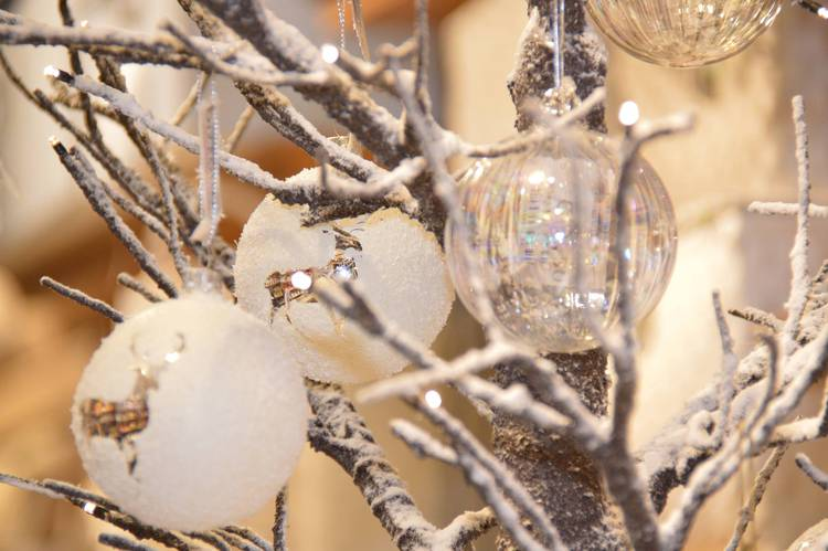 Albero natale rami innevati con luci led 120h